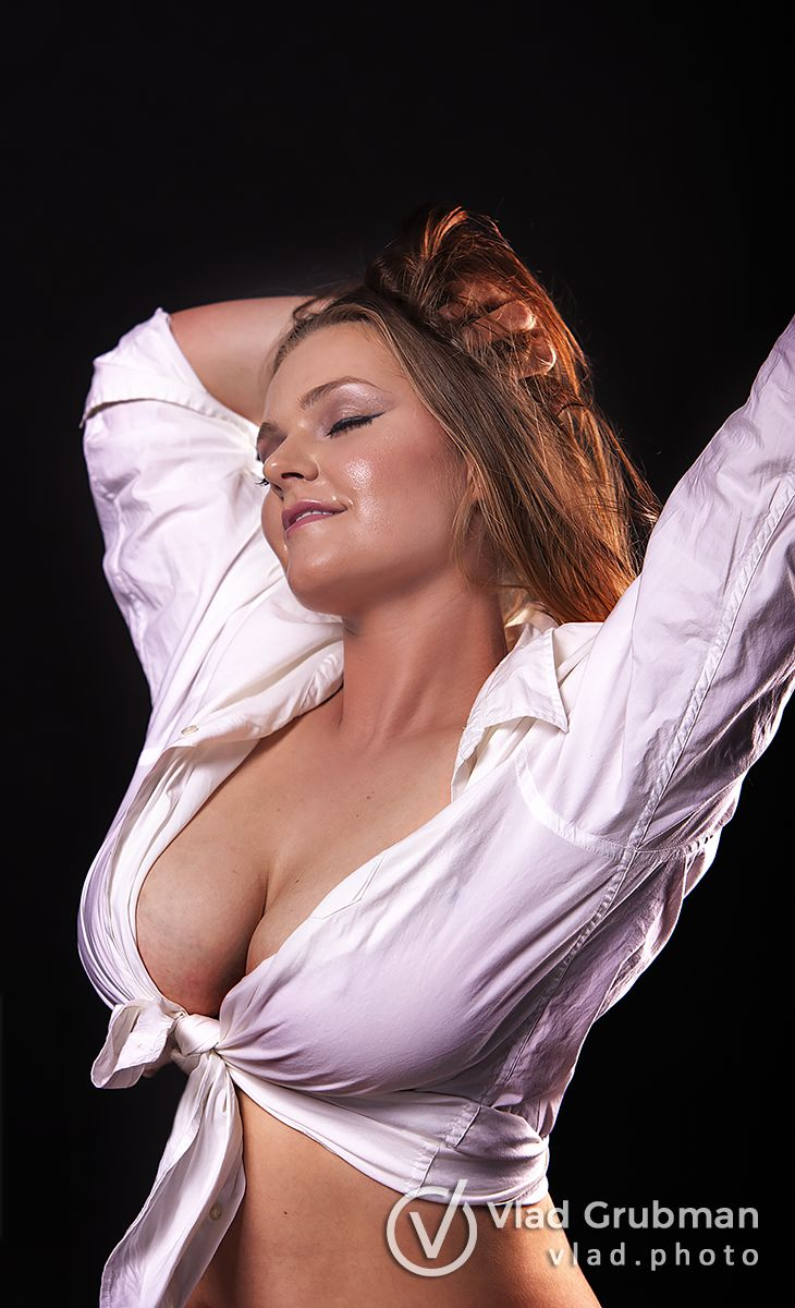Celebrate female beauty by ordering a boudoir photography session from WannaGlow.com